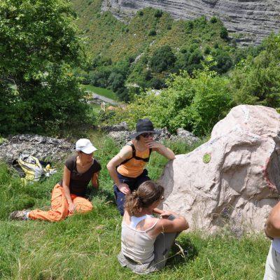 sentier des contes route des rochers qui parlent entre sisteron et serreponçon
