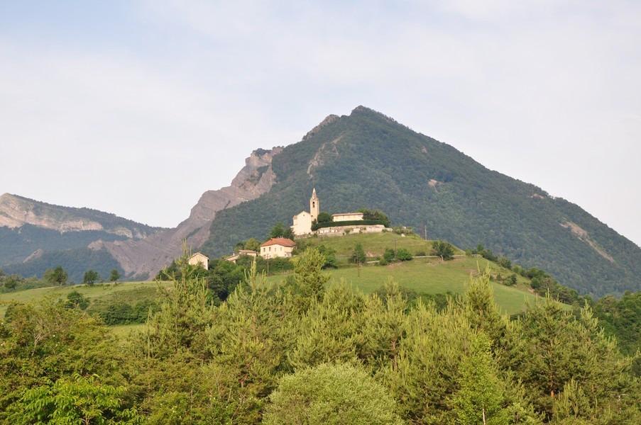 randonnée village de Bellaffaire Hautes Terres de provence entre gap et sisteron chevreuil